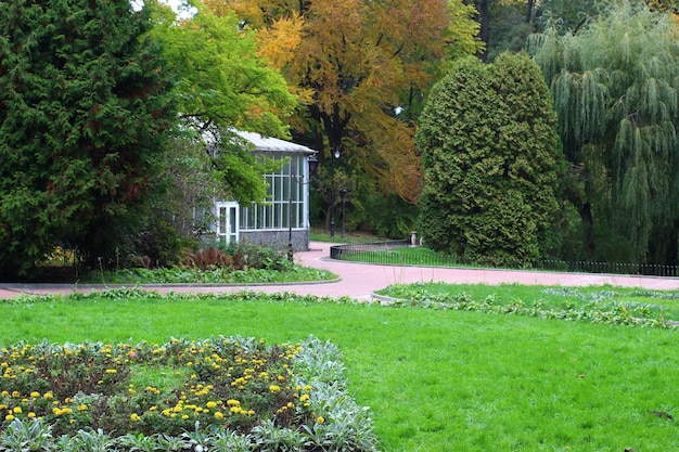 Schöner park in der stadt
