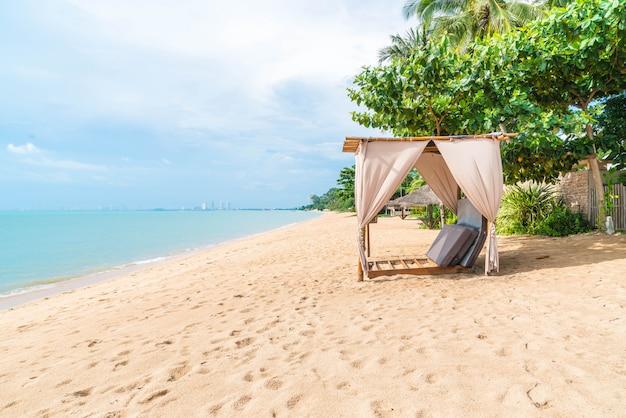 Schöner pavillon am strand