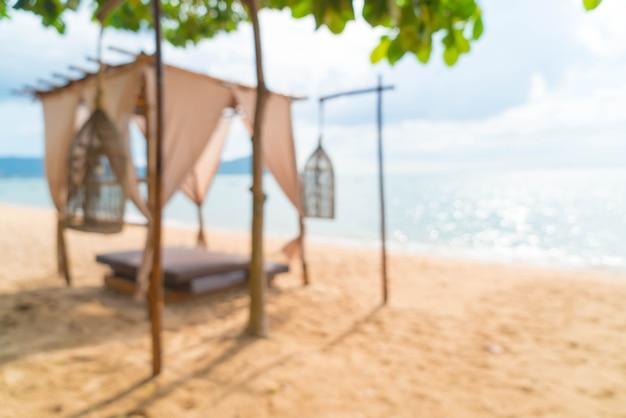 Schöner pavillon der abstrakten unschärfe auf strand