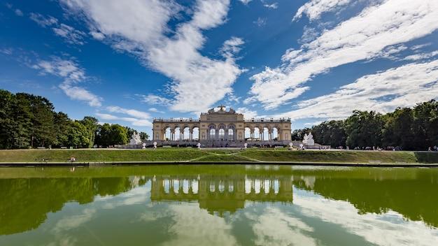 Schöner schuss von schönbrunn schlosspark in wien, österreich