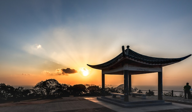 Schöner sonnenaufgang in der ländlichen gegend in hongkong