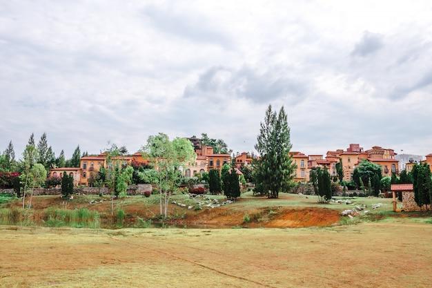 Schöner stadtparkpark der italienische toskana-stil in khaoyai nakhon ratchasrima