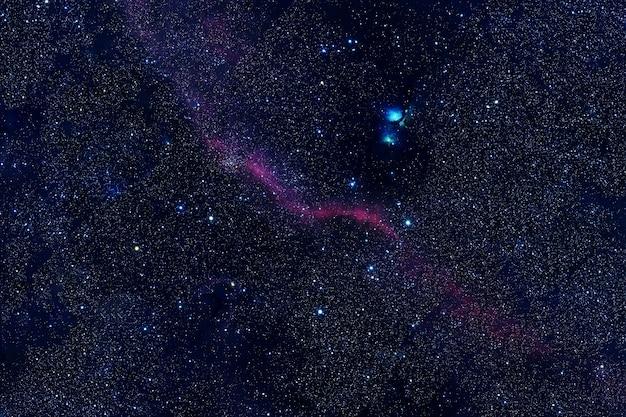 Schöner sternenhimmel. elemente dieses bildes wurden von der nasa bereitgestellt. foto in hoher qualität