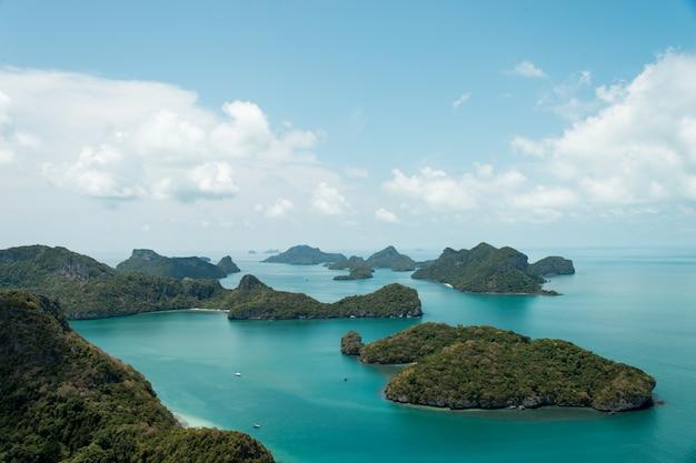 Schöner strand bei ang thong national park, thailand