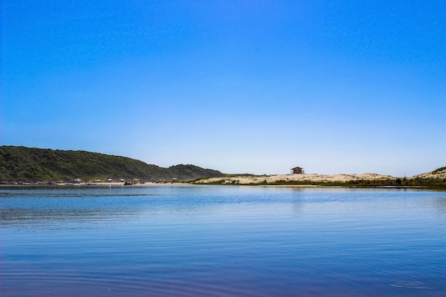 Schöner strand in brasilien. guarda do embaú, santa catarina.