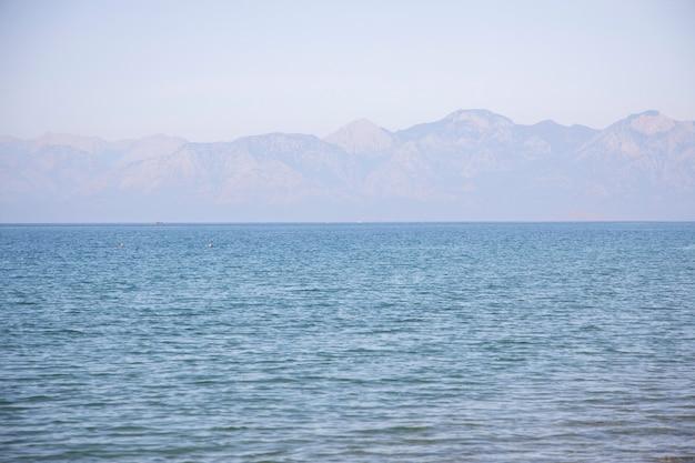 Schöner strand und meerhintergrund