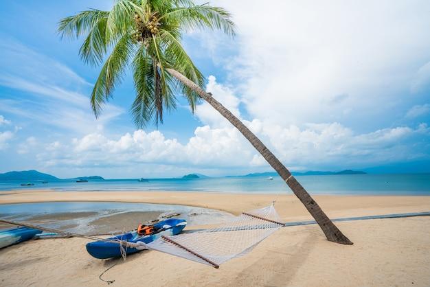 Schöner strand und sommerurlaub