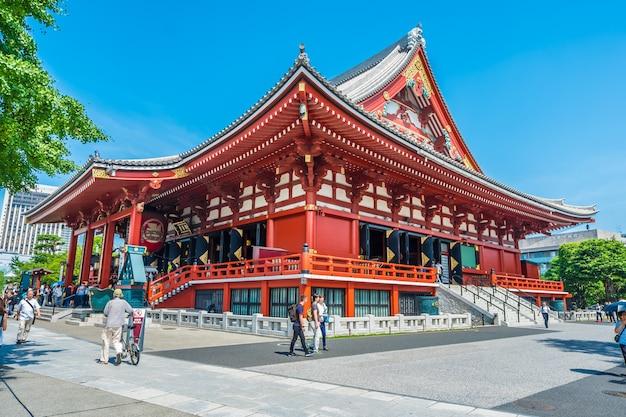 Schöner szenischer asakusa-schrein im sensoji-tempelmarkstein