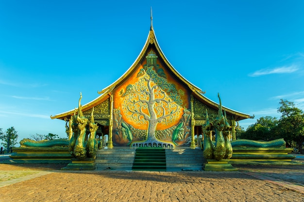 Schöner tempel phu stolz am sirindhorn bezirk, ubon ratchathani provinz, thailand
