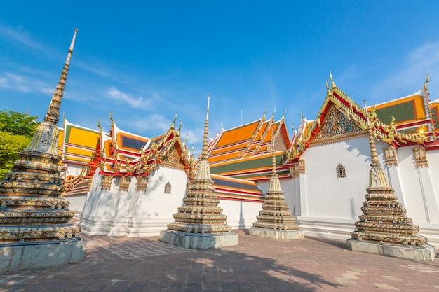 Schöner thailändischer buddhismustempel in bangkok
