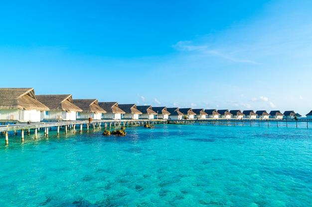 Schöner tropischer erholungsort in den malediven-inseln