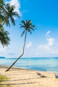 Schöner tropischer strand und meer