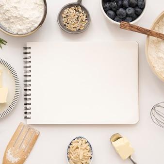 Schöner und köstlicher dessertkopienraum-notizblock