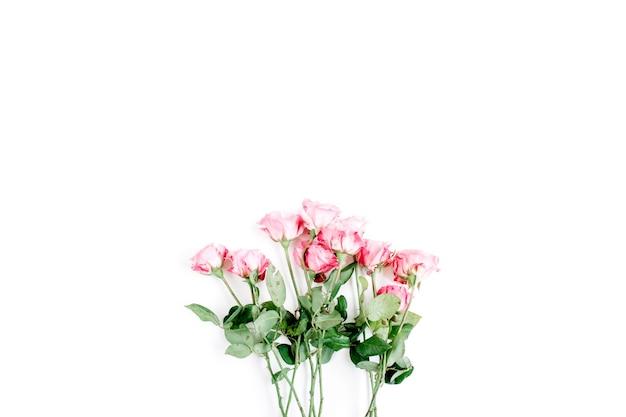 Schöner zarter rosenstrauß lokalisiert