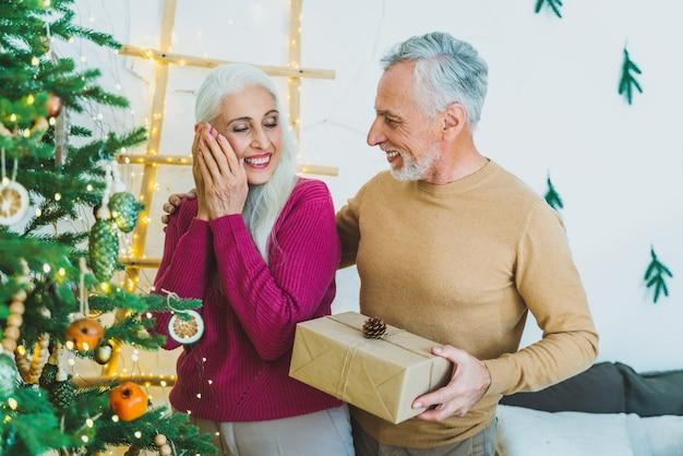 Schönes älteres liebespaar. porträt älterer menschen