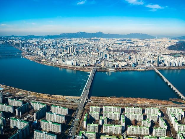 Schönes architekturgebäude in seoul-stadt