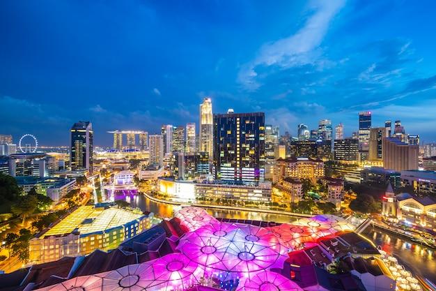 Schönes architekturgebäudeäußeres von singapur-stadt