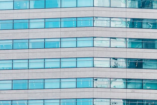 Schönes außengebäude mit glasfenstermusterbeschaffenheiten