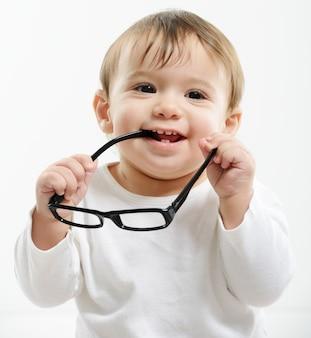 Schönes baby mit brille