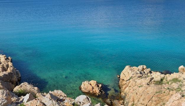 Schönes blaues meer