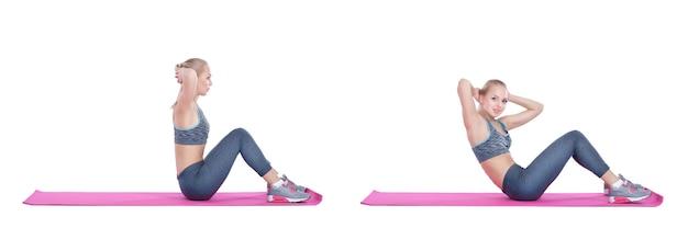Schönes blondes mädchen in sportkleidung macht übungen auf fitnessmatte auf weißer hintergrundsetsammlung