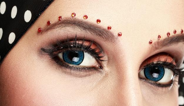 Schönes frauenauge mit make-up