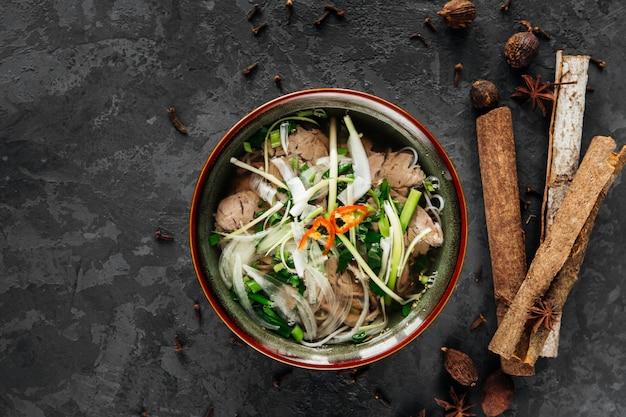 Schönes gericht der vietnamesischen küche