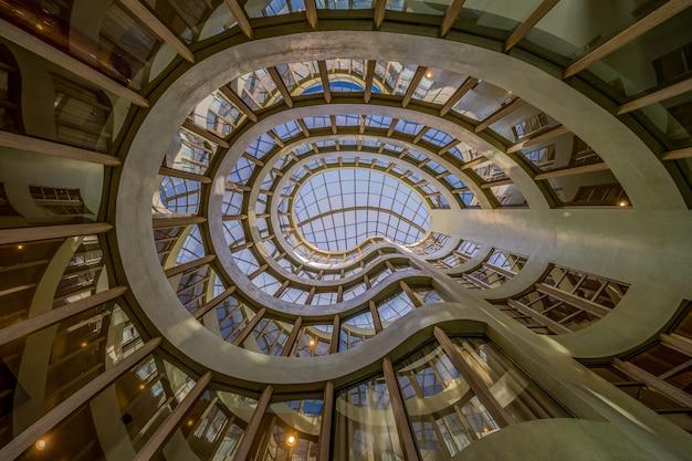 Schönes glasgebäude