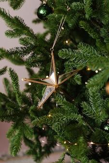 Schönes glasstern-weihnachtsbaumspielzeug