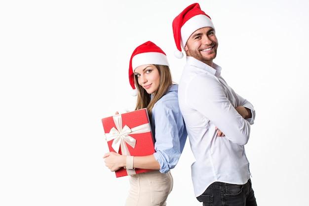 Schönes glückliches weihnachtspaar