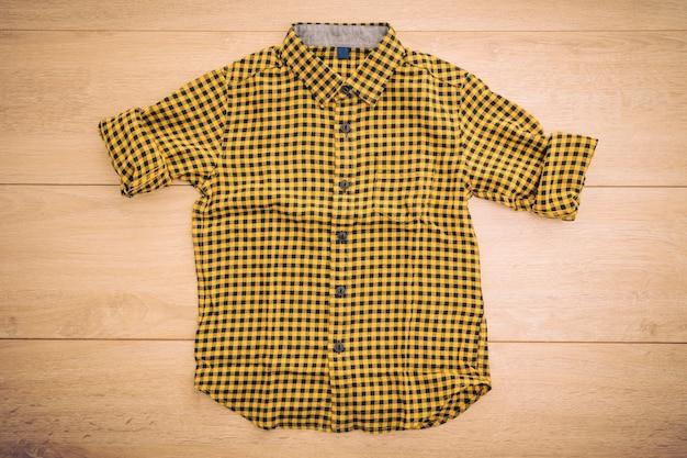 Schönes herrenmode-shirt