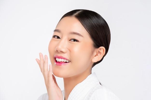 Schönes junges asiatingesicht für schönheits- und hautpflegekonzepte