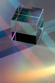 Schönes konzept mit prismenlichtablenkung
