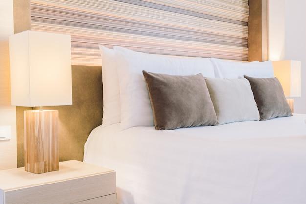 Schönes luxushotelschlafzimmer