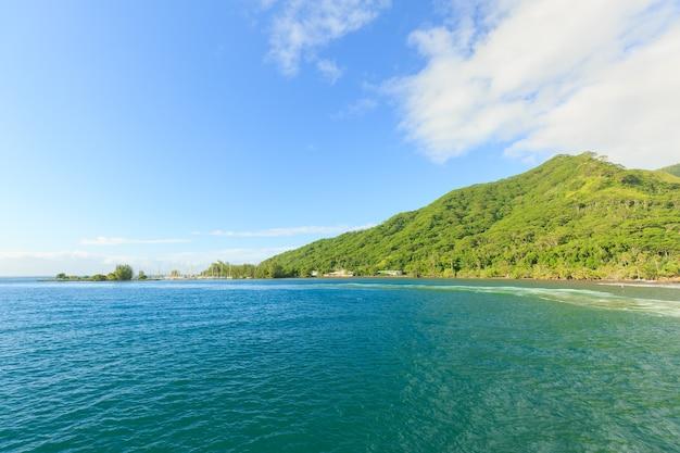 Schönes meer und moorae island in tahiti