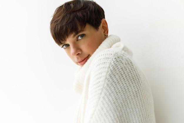 Schönes modell in pullover