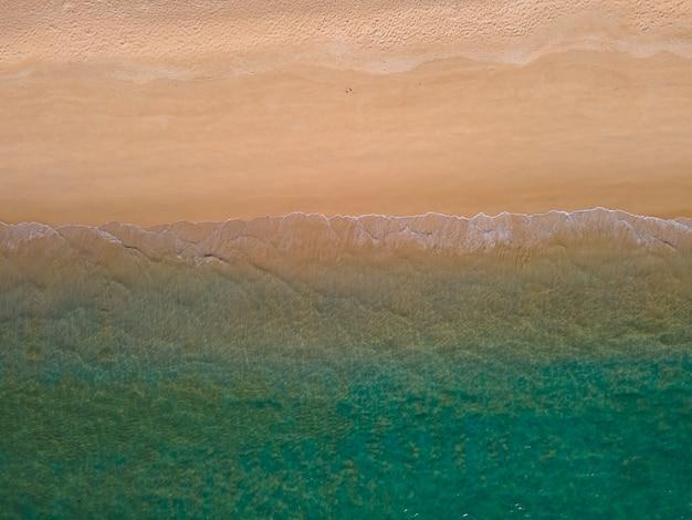 Schönes naturbild schönes meer und strand von oben