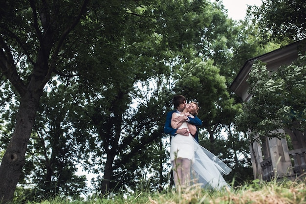 Schönes paar im park
