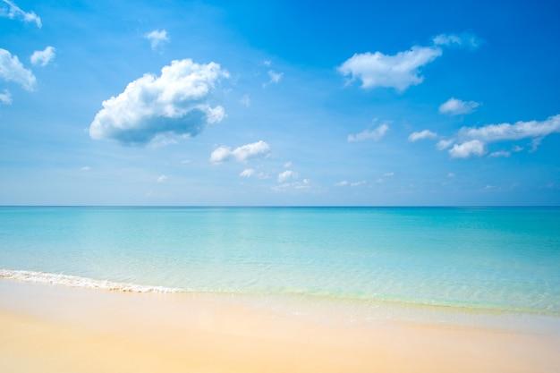 Schönes sommerstrand meer. Premium Fotos