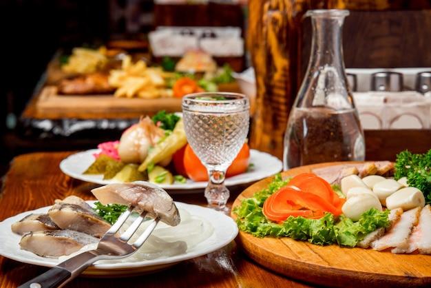 Schönes und leckeres essen auf einem teller
