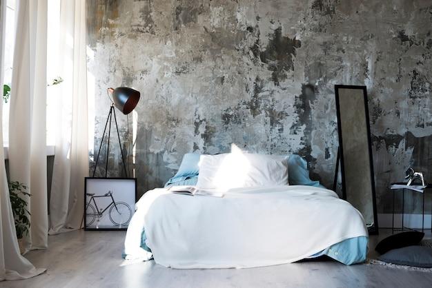 Schönes und minimalistisches schlafzimmer in modernem design