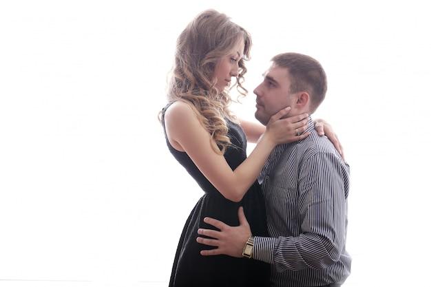 Schönes und schönes paar, das zeit zusammen genießt