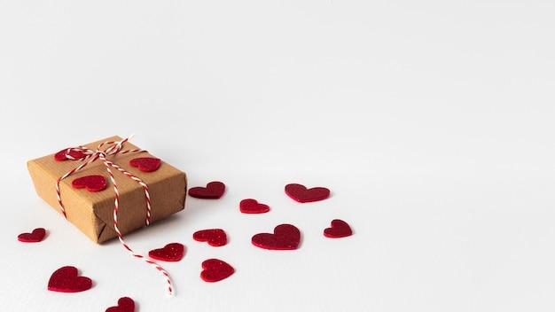 Schönes valentinstagkonzept mit kopienraum