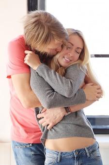 Schönes verliebtes paar