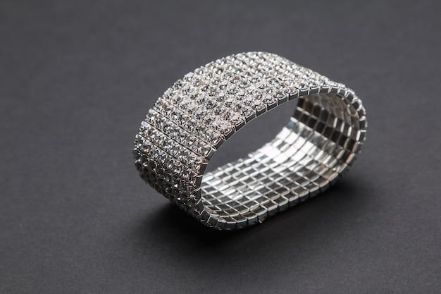 Schönes weibliches armband
