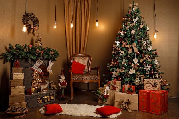 Schönes weihnachtlich eingerichtetes zimmer