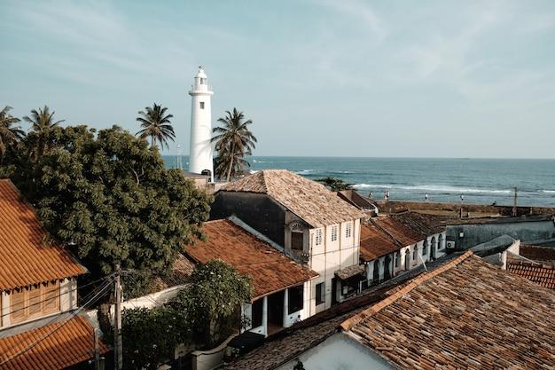 Schönes weißes leuchtturm-fort galle sri lanka