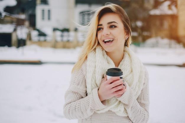 Schönheit braun kaffee schwarz pullover