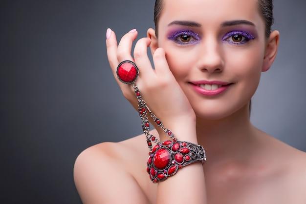 Schönheit mit konzept des schmucks in mode