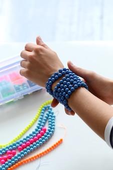 Schönheit, mode. schönes, blaues armband